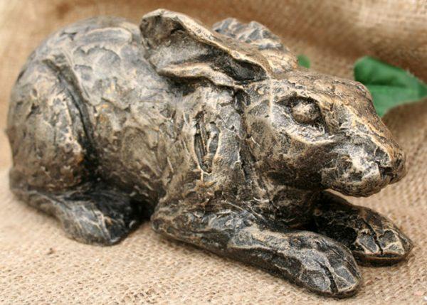 acorn-hare-sculpture