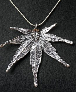 hemp-leaf-pendant