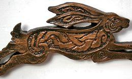 hare-sculpture-melangell