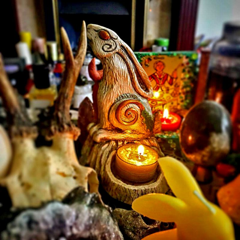 moon-gazing-hare-candle-holder