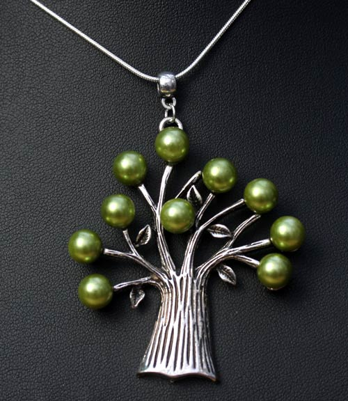 pearl-tree-pendant
