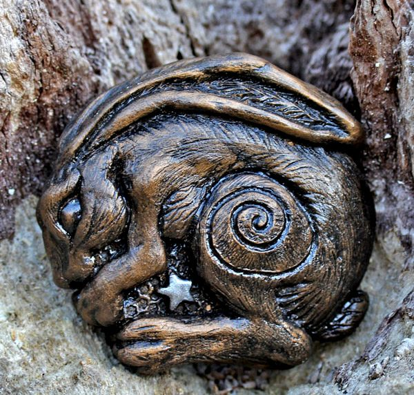 seren-hare-sculpture