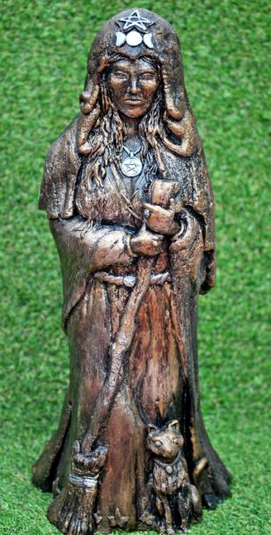 cerridwen-witch-sculpture