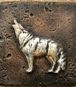 howling-wolf-sculpture