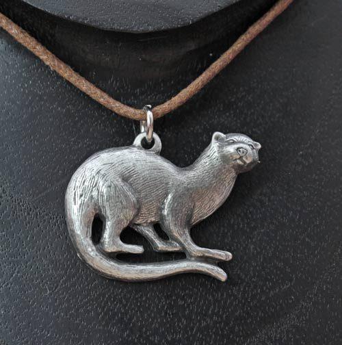 otter-pendant