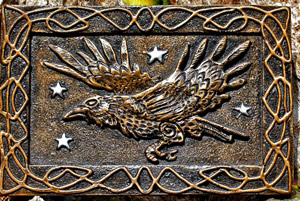 raven-wall-plaque