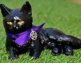 salem-cat-sculpture