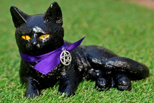 salem-cat-sculpture