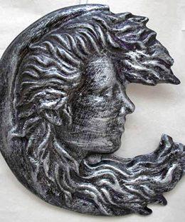 waninmg-moon-goddess-sculptrure
