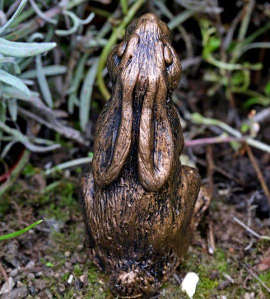 clove-hare-sculpture-rear-view
