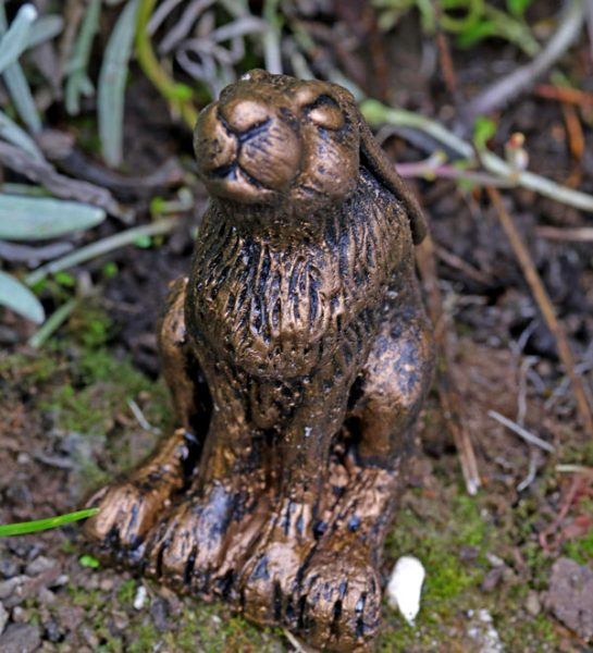 hare-sculpture-named-clove