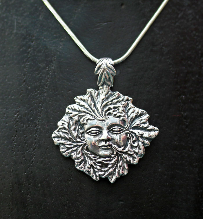 green-lady-pendant