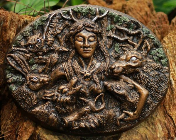 elen-of-the-ways-sculpture