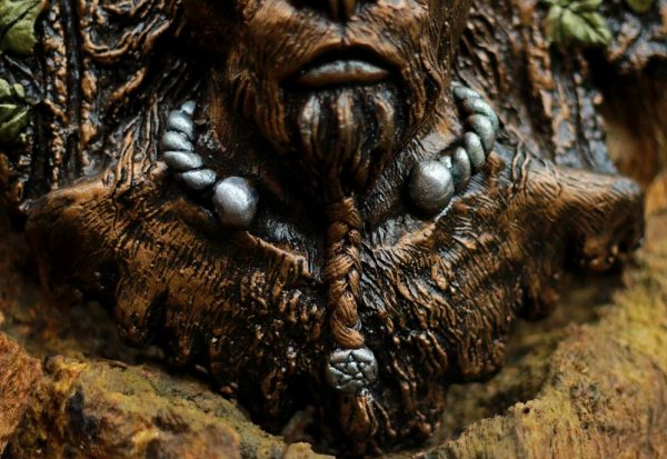 lord-wild-wood-close-up