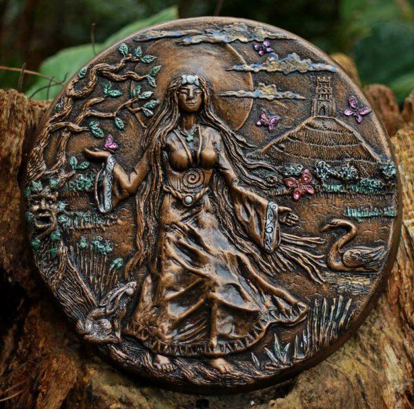 priestess-of-avalon-sculpture