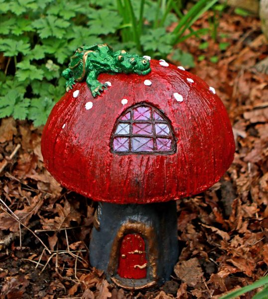 fairy-home-toadstool-sculpture