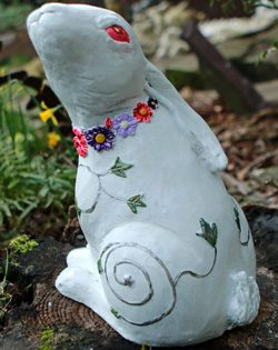 hare-sculpture-by-kathleen-minton
