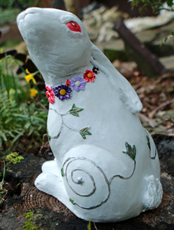 hare-sculpture-by-kathleen-minton