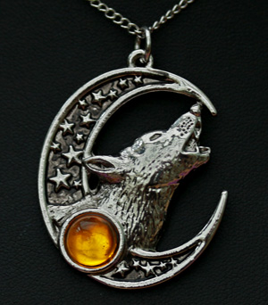 crystal-wolf-necklace