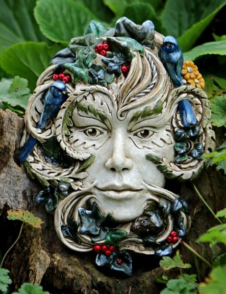 green-lady-sculpture-by-kathleen-minton