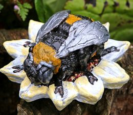 bee-sculpture