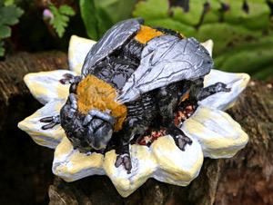 bee-sculpture
