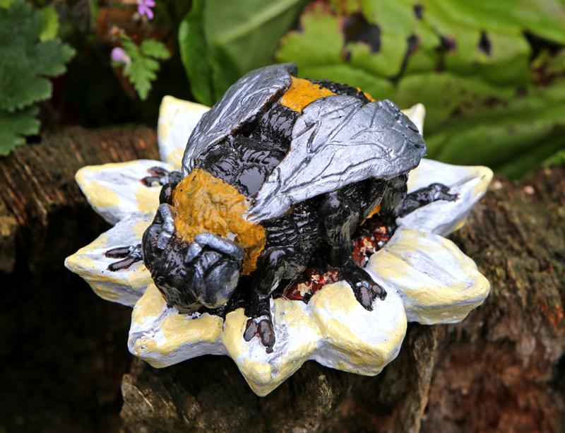 gwenyn-bee-sculpture