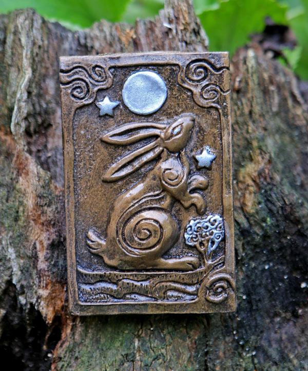 moon-gazy-hare-plaque