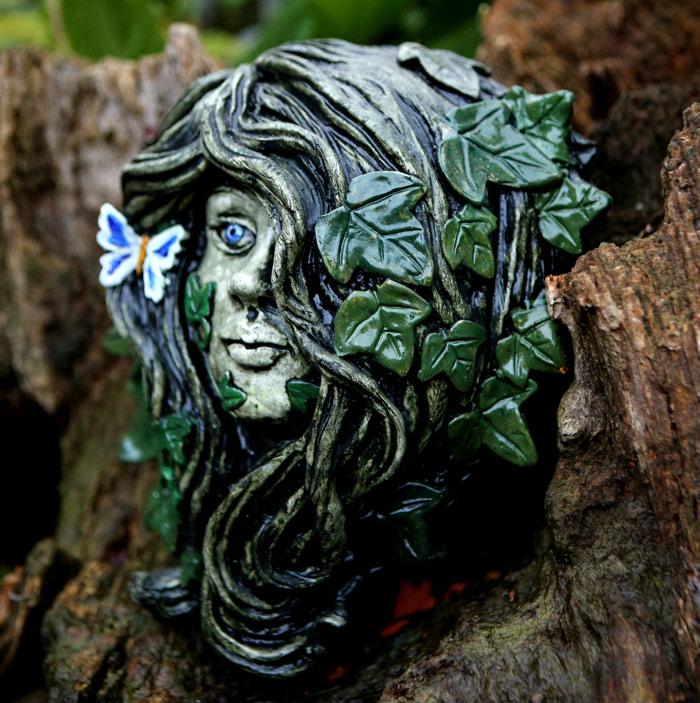green-lady-sculpture-lenora