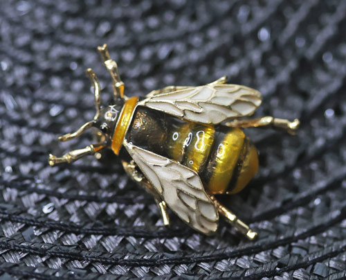 bumble-bee-brooch