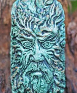 daru-sculpture-of-green-man